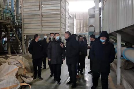 人行张家口市中心支行行长刘旭就阳原扶贫再贷款深入企业进行调研